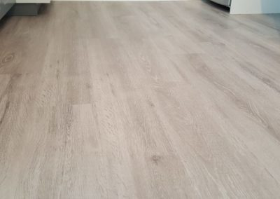 Pose de lame LVT clipsable finition sel de gérande