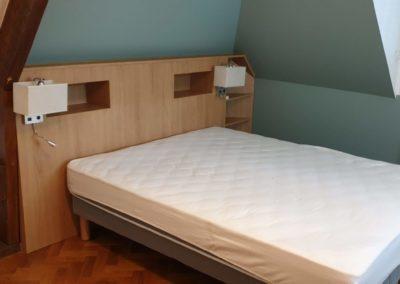 Tête de lit sous comble